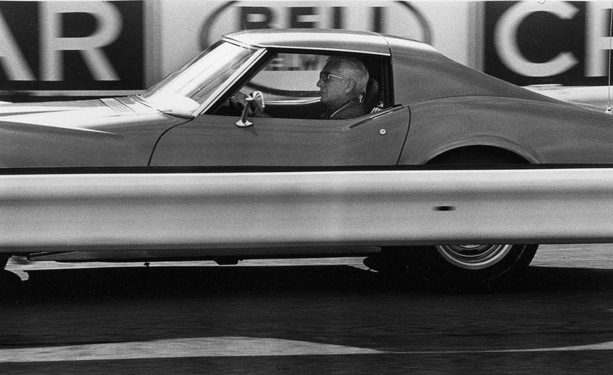Patrick Bedard and Zora Arkus-Duntov with the 1971 Chevrolet Corvettes - Slide 9