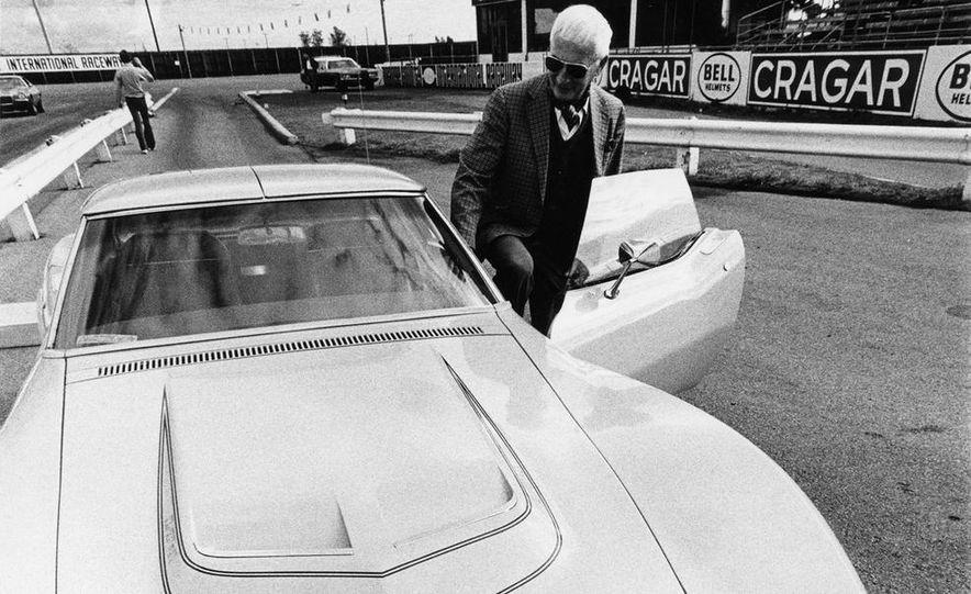 Patrick Bedard and Zora Arkus-Duntov with the 1971 Chevrolet Corvettes - Slide 15