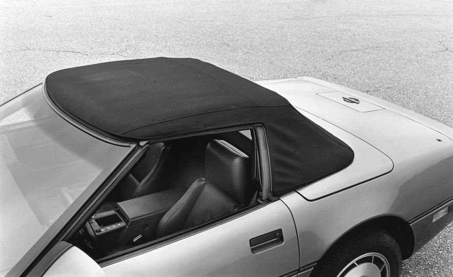 1986 Chevrolet Corvette convertible - Slide 9