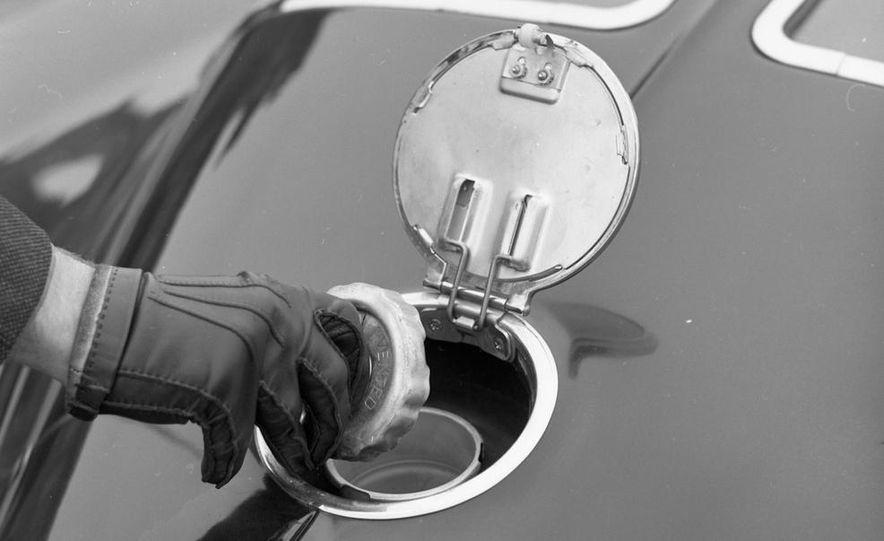 1963 Chevrolet Corvette Sting Ray - Slide 13