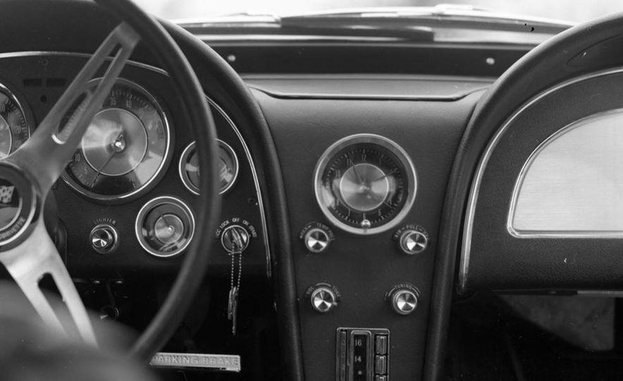 1963 Chevrolet Corvette Sting Ray - Slide 15