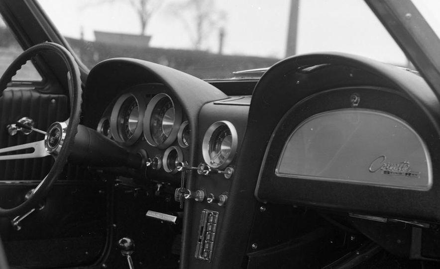 1963 Chevrolet Corvette Sting Ray - Slide 16