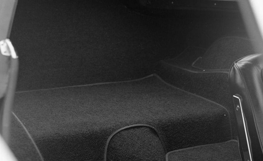 1963 Chevrolet Corvette Sting Ray - Slide 19