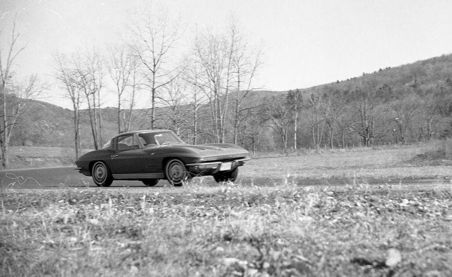 1963 Chevrolet Corvette Sting Ray - Slide 2