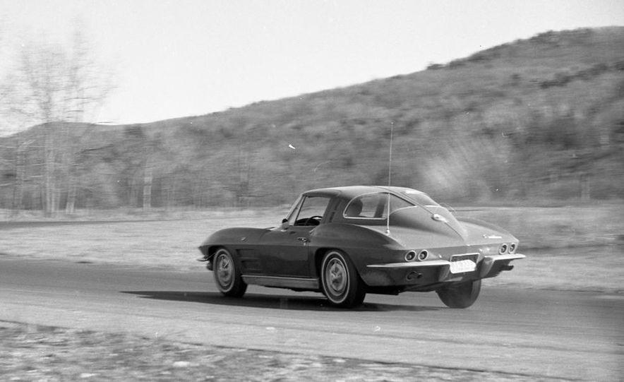 1963 Chevrolet Corvette Sting Ray - Slide 3