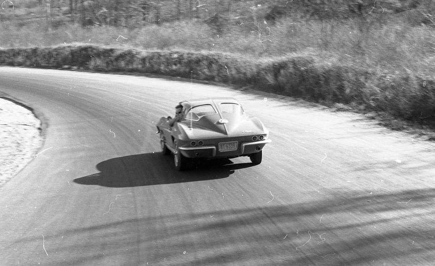 1963 Chevrolet Corvette Sting Ray - Slide 4