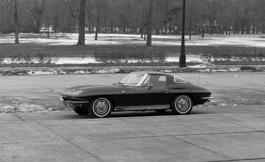 1963 Chevrolet Corvette Sting Ray - Slide 6