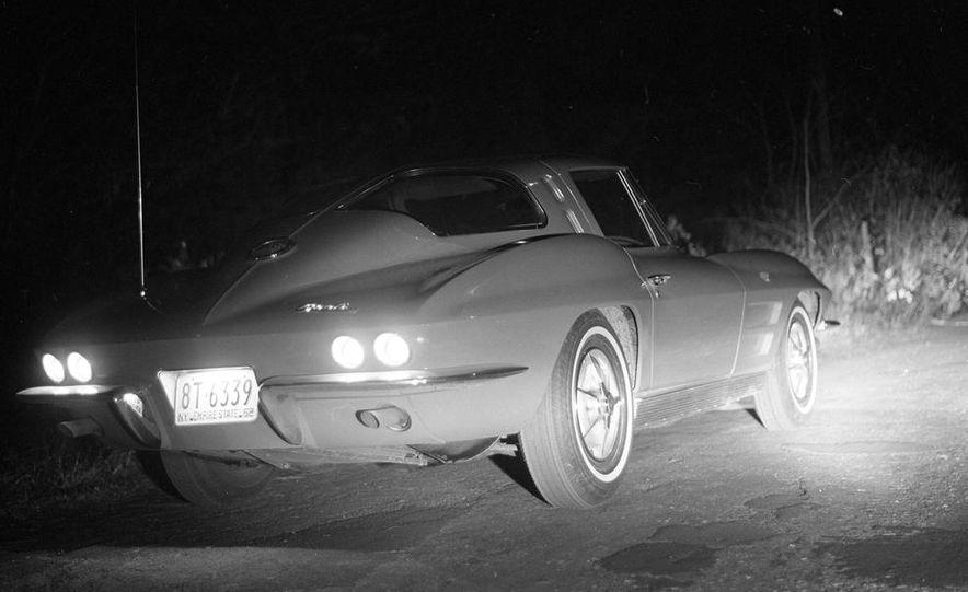 1963 Chevrolet Corvette Sting Ray - Slide 7