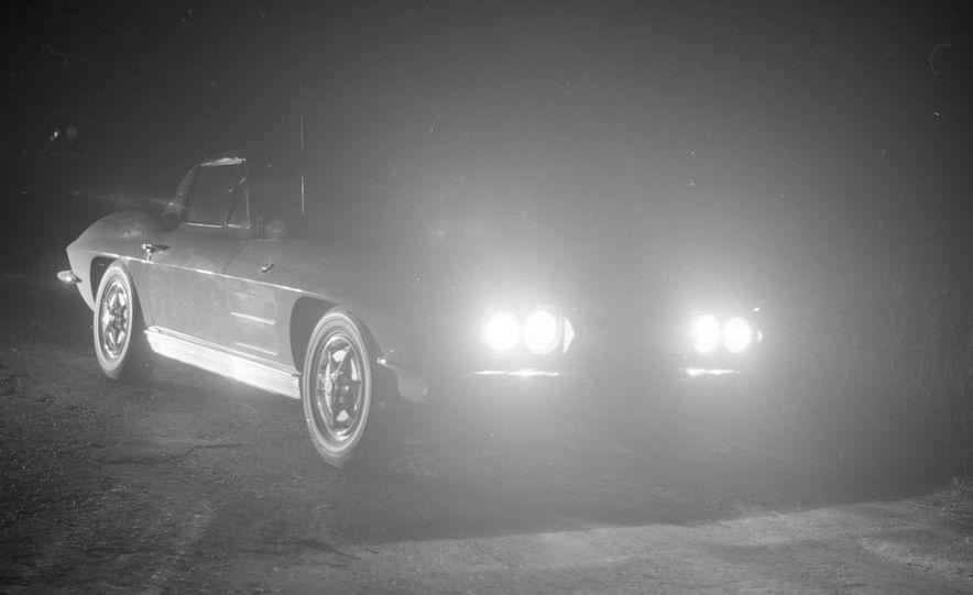 1963 Chevrolet Corvette Sting Ray - Slide 8