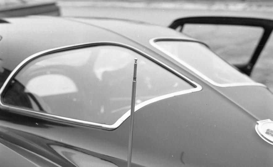 1963 Chevrolet Corvette Sting Ray - Slide 10