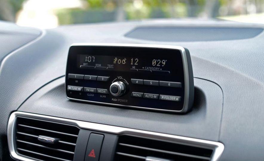2014 Mazda 3 hatchback - Slide 17