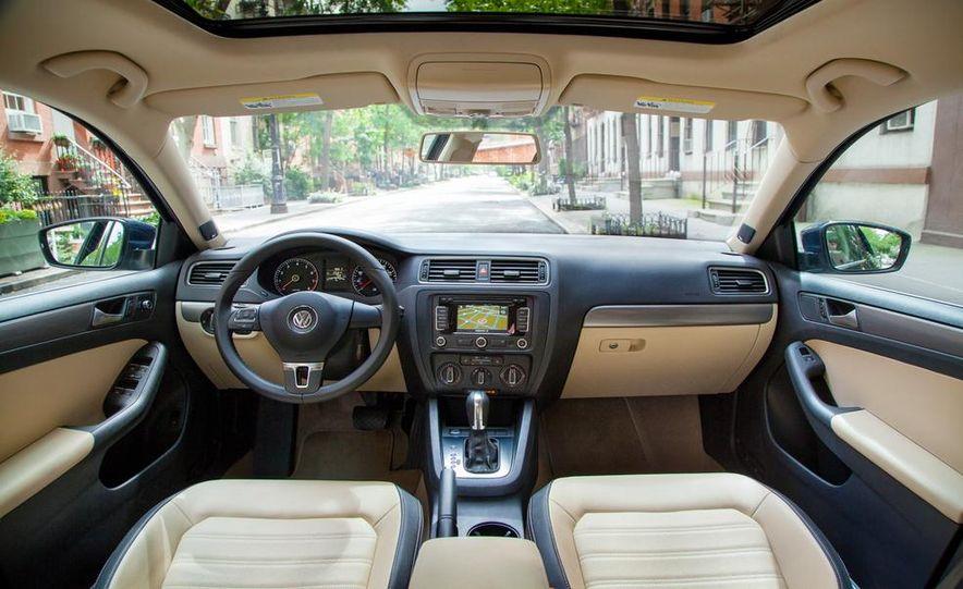 2013 Volkswagen Beetle Convertible - Slide 26