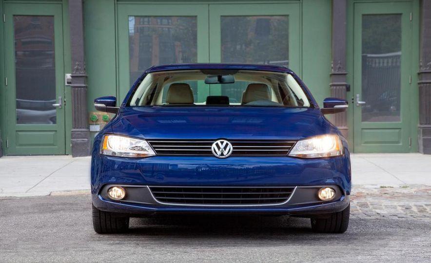 2013 Volkswagen Beetle Convertible - Slide 24