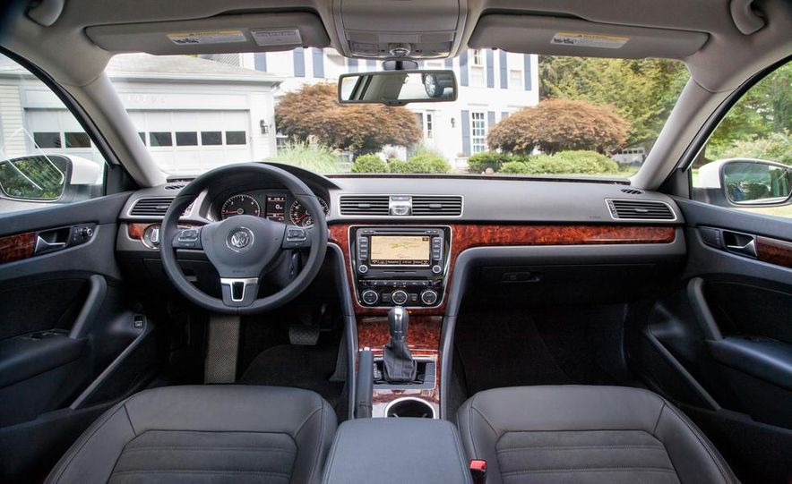 2013 Volkswagen Beetle Convertible - Slide 34