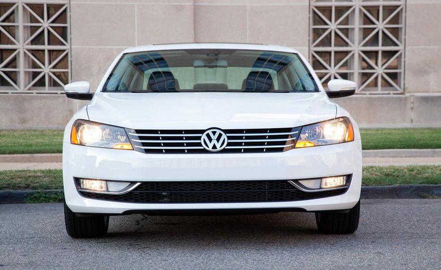 2013 Volkswagen Beetle Convertible - Slide 32