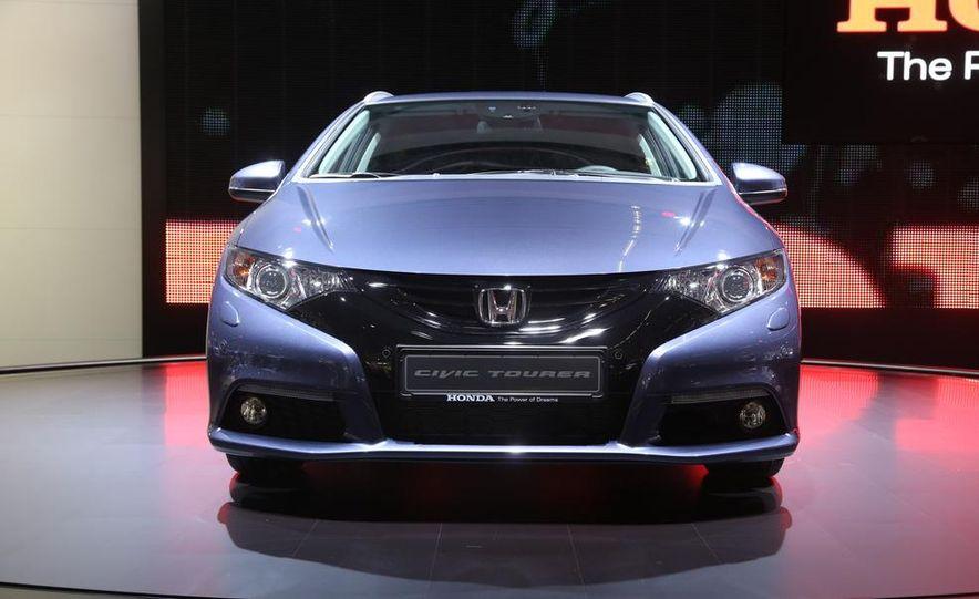 2014 Honda Civic Tourer - Slide 4