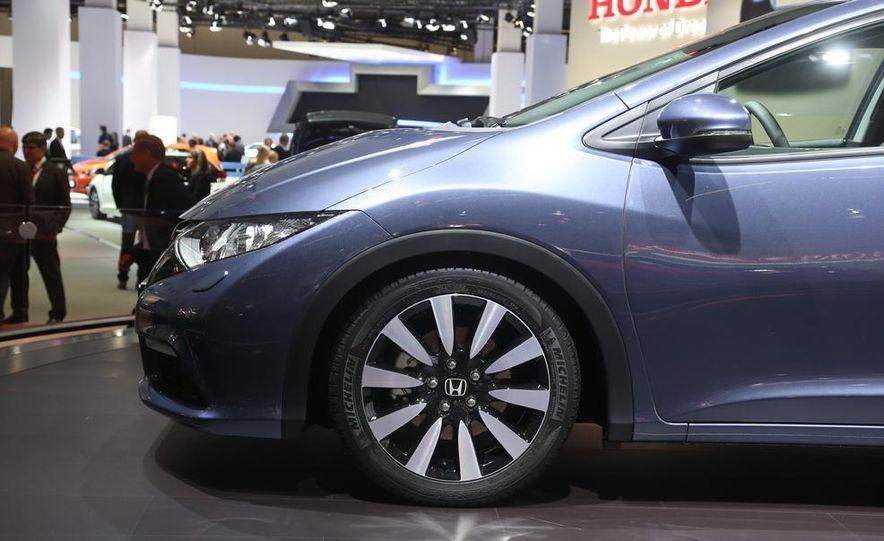 2014 Honda Civic Tourer - Slide 13