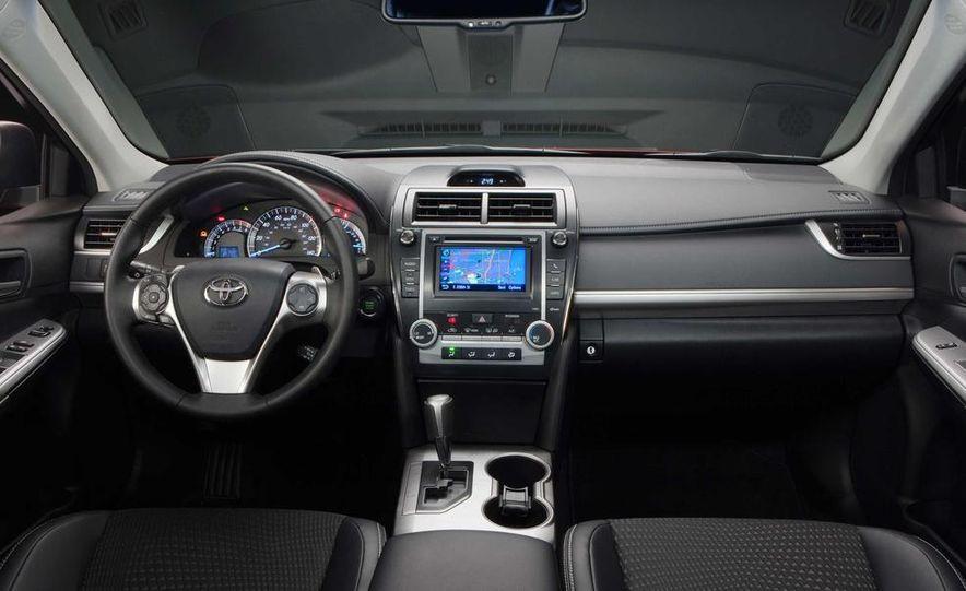 2013 Honda Pilot Touring 4WD - Slide 24