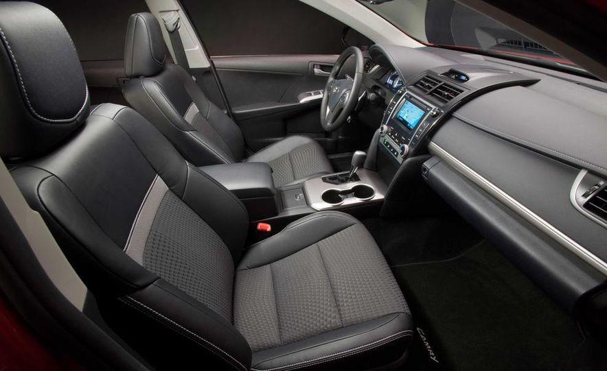 2013 Honda Pilot Touring 4WD - Slide 25