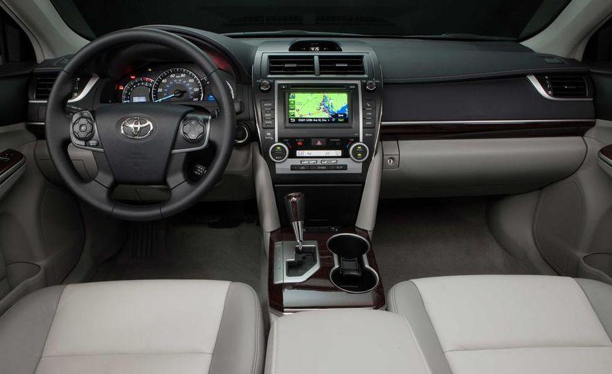 2013 Honda Pilot Touring 4WD - Slide 28