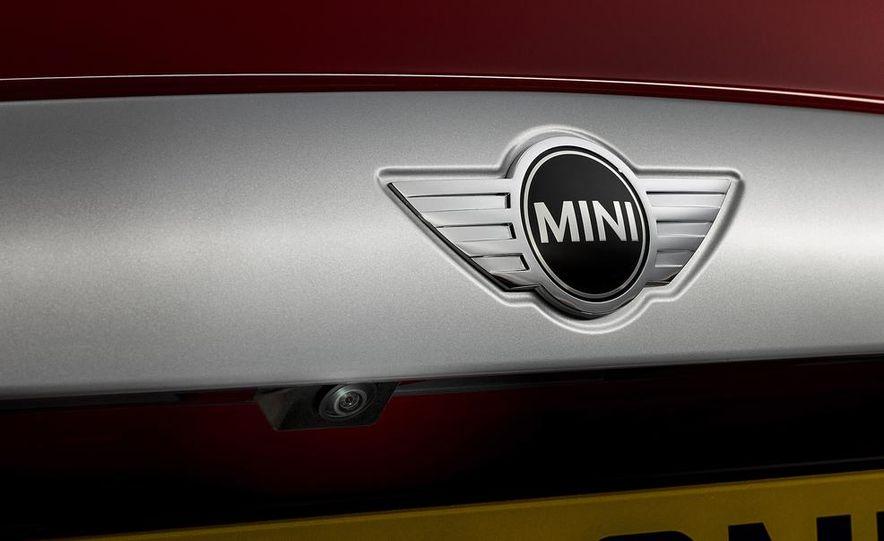 2014 Mini Cooper steering-wheel-mounted controls - Slide 8