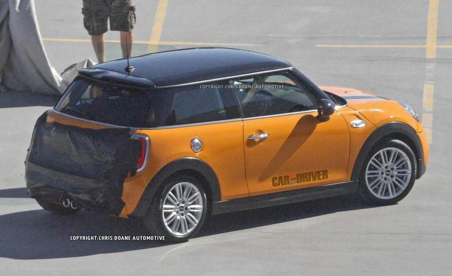 2014 Mini Cooper steering-wheel-mounted controls - Slide 22