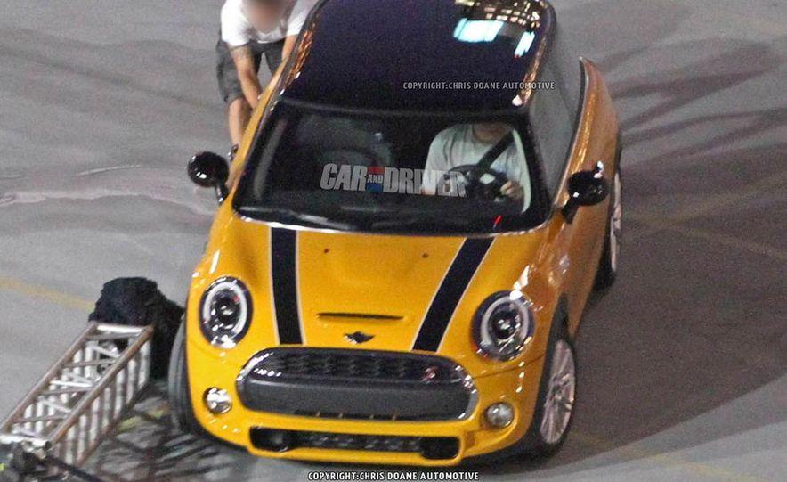 2014 Mini Cooper steering-wheel-mounted controls - Slide 24