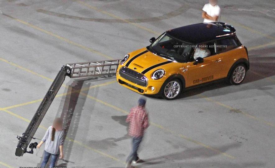 2014 Mini Cooper steering-wheel-mounted controls - Slide 27