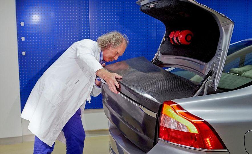 Volvo Battery StorAGE trunklid - Slide 1