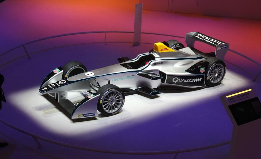 Spark-Renault SRT_01E Formula E race car - Slide 1