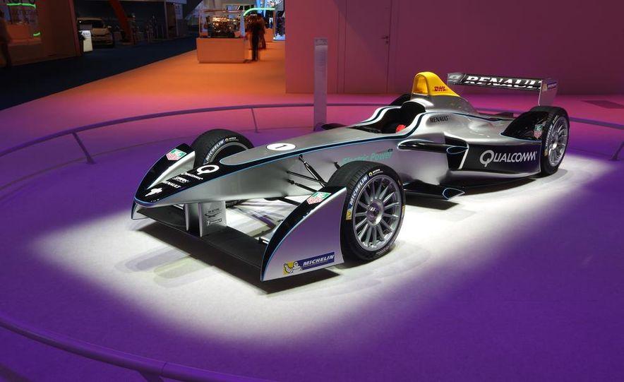 Spark-Renault SRT_01E Formula E race car - Slide 2