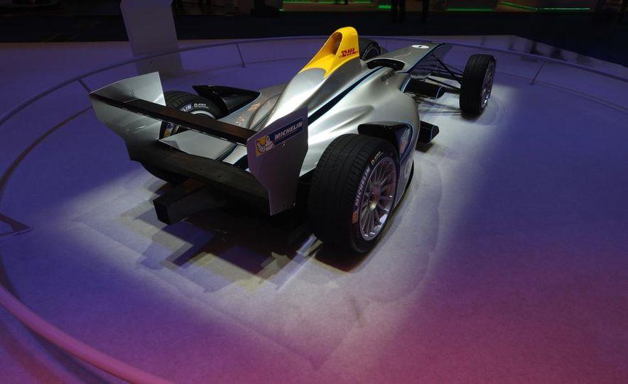 Spark-Renault SRT_01E Formula E race car - Slide 10