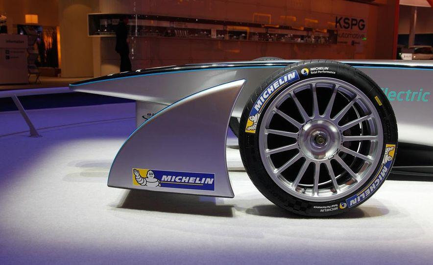 Spark-Renault SRT_01E Formula E race car - Slide 11