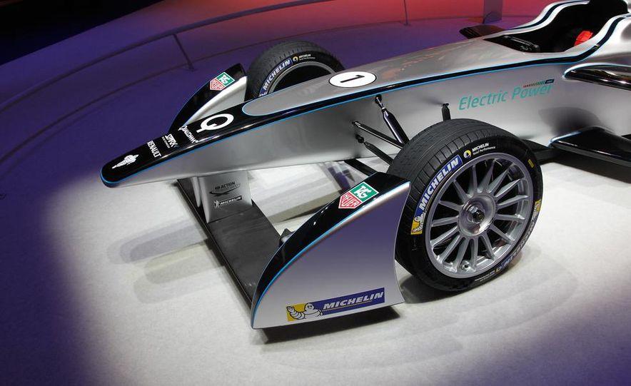Spark-Renault SRT_01E Formula E race car - Slide 12