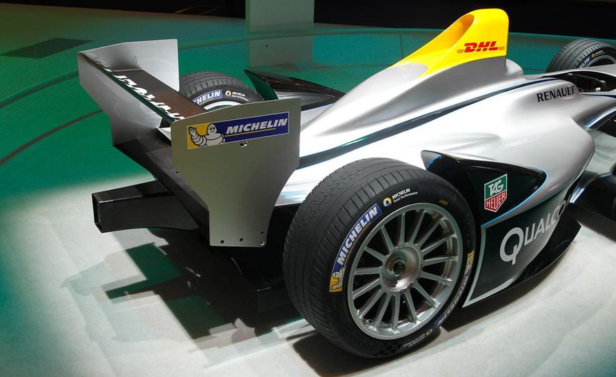 Spark-Renault SRT_01E Formula E race car - Slide 13