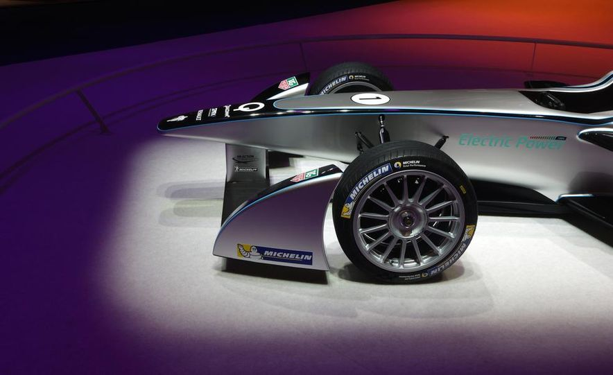 Spark-Renault SRT_01E Formula E race car - Slide 16