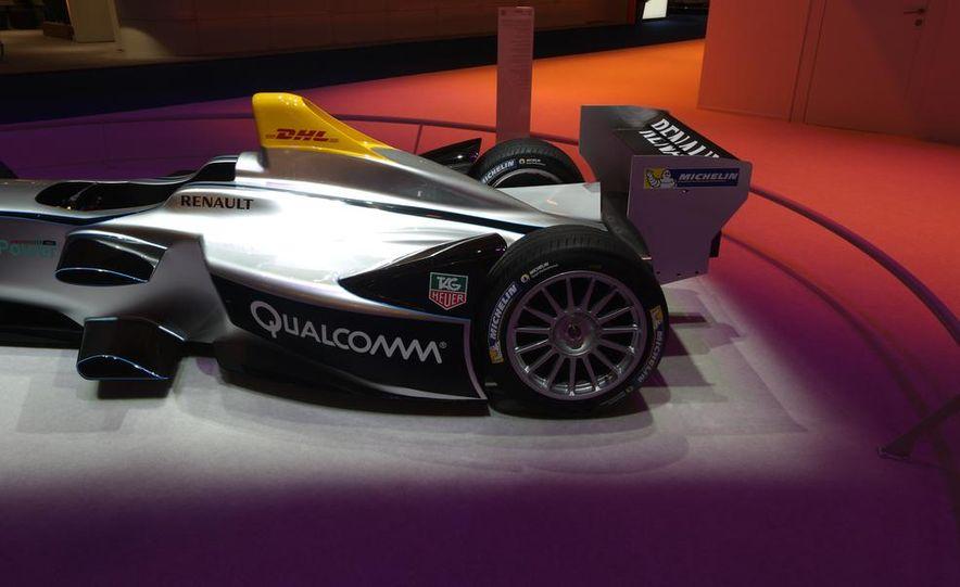 Spark-Renault SRT_01E Formula E race car - Slide 17