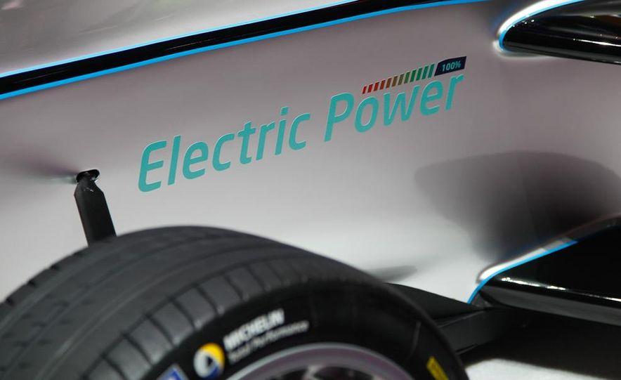 Spark-Renault SRT_01E Formula E race car - Slide 20