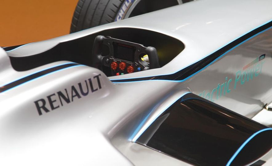 Spark-Renault SRT_01E Formula E race car - Slide 21