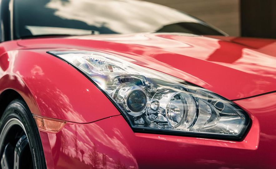 2014 Nissan GT-R Track Edition - Slide 16