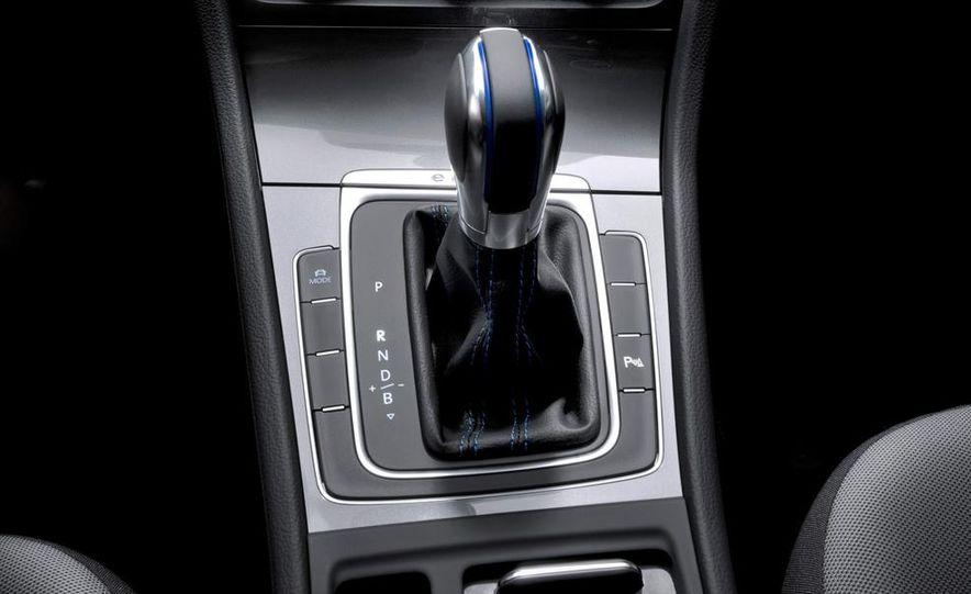 2015 Volkswagen e-Golf - Slide 15