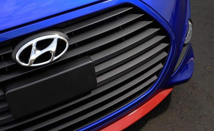2014 Hyundai Veloster Turbo R-spec - Slide 29