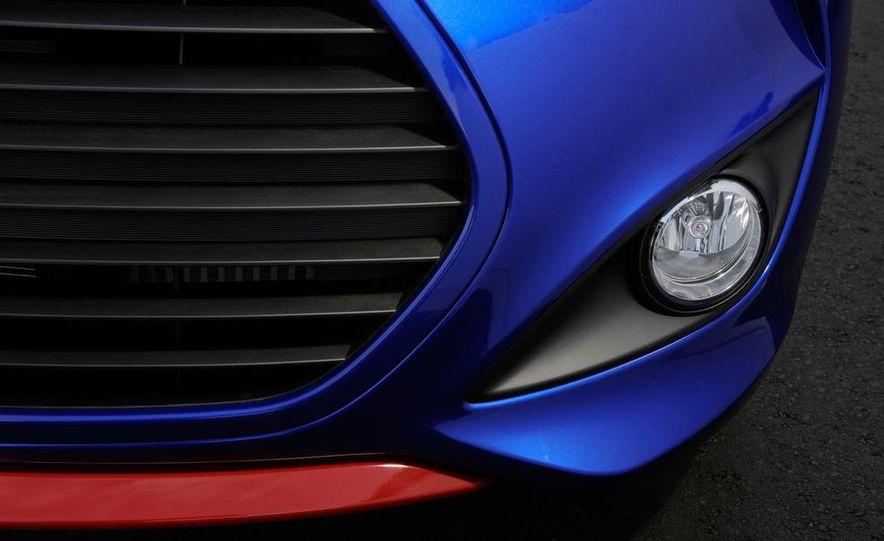 2014 Hyundai Veloster Turbo R-spec - Slide 30