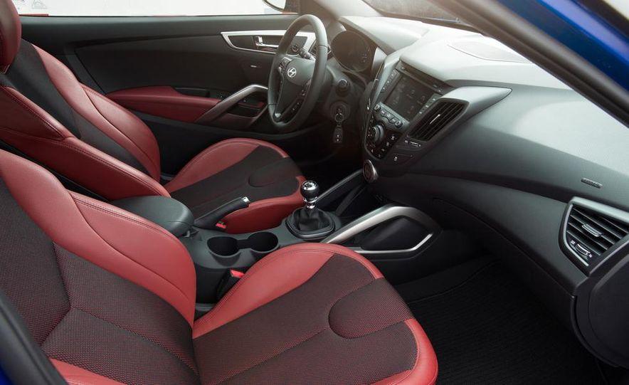 2014 Hyundai Veloster Turbo R-spec - Slide 31