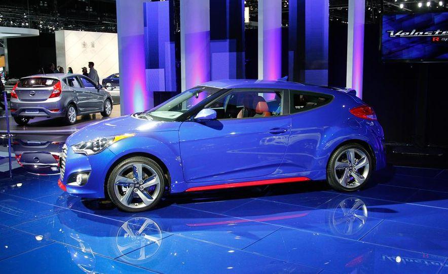 2014 Hyundai Veloster Turbo R-spec - Slide 5