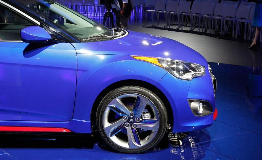 2014 Hyundai Veloster Turbo R-spec - Slide 10
