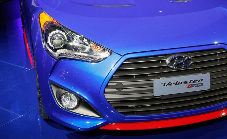 2014 Hyundai Veloster Turbo R-spec - Slide 11