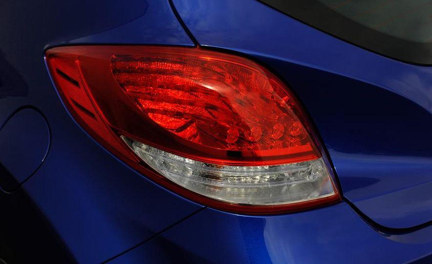 2014 Hyundai Veloster Turbo R-spec - Slide 27