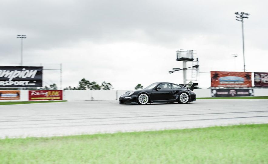 2012 Aston Martin DBS Carbon Black Edition - Slide 25