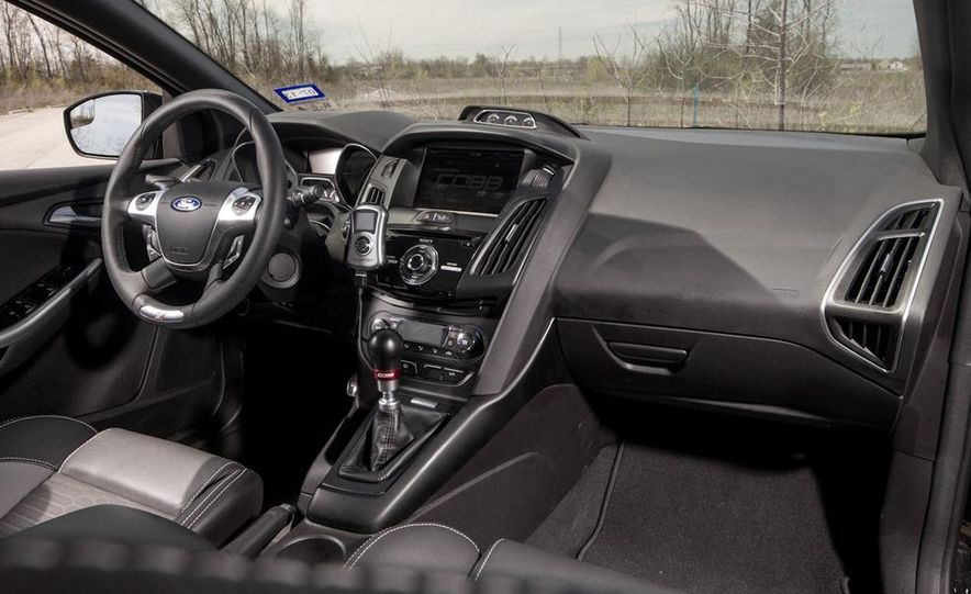 2012 Aston Martin DBS Carbon Black Edition - Slide 24